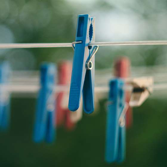 Image of a clothes pin clipped to a clothes line, representing a way to dry clothing without using electricity